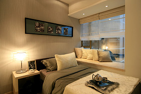 现代风格次卧室飘窗装修效果图