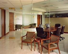 现代风格办公室隔断效果图
