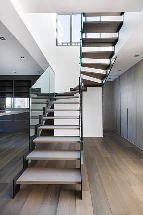 现代别墅楼梯设计效果图