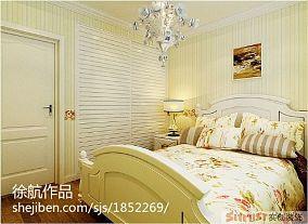 白色大床图片