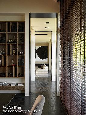 四居室现代客厅过道装修设计