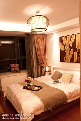 热门面积79平东南亚二居卧室装修实景图