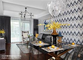 典雅65平混搭二居客厅装饰美图