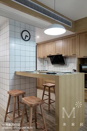 2018精选82平米二居厨房现代装修设计效果图片欣赏