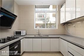现代风格白色橱柜图片