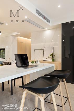 优雅91平现代三居装修图