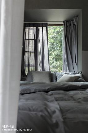 热门面积95平现代三居卧室装修实景图