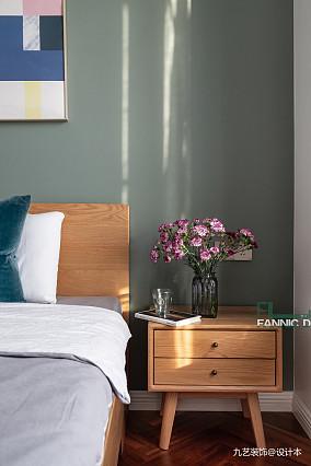 180平米北欧风三居卧室床头柜设计