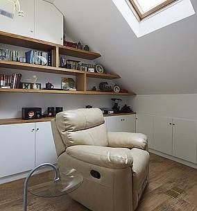 斜顶阁楼书房单人休闲沙发图片